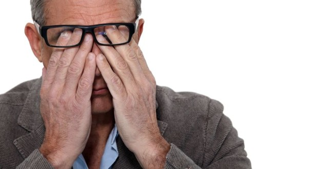 Symptômes de fatigue visuelle causée par la lumière bleue