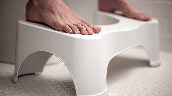 Ce tabouret physiologique vous aide a retrouver la position accroupie aux toilettes