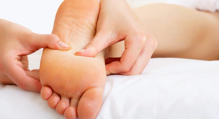 Réflexologie plantaire: Quels sont les 3 bienfaits d'un massage pour les pieds?